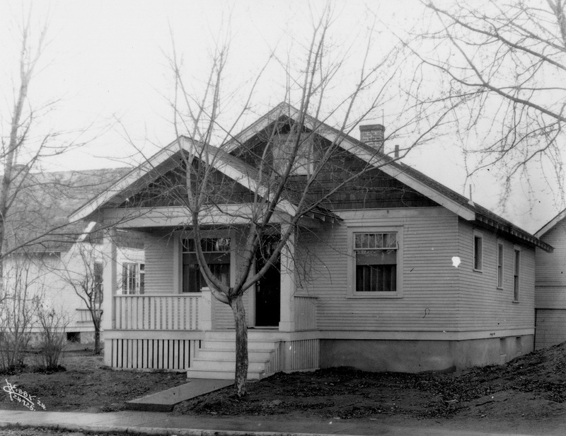 A modest, working-class home at 418 S. Altamont, 1924 (image L87-1.24725.24 courtesy of the Northwest Museum of Arts and Culture)