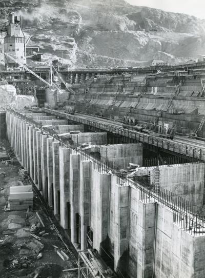 Dam Walls Going Up&lt;br /&gt;<br /> Grand Coulee Dam Construction