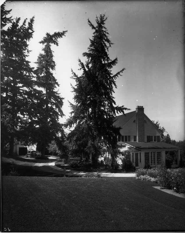 A house on a secluded lot above the bluff, ca. early 1920s (image L84-327-1719 courtesy of the Northwest Museum of Arts and Culture)
