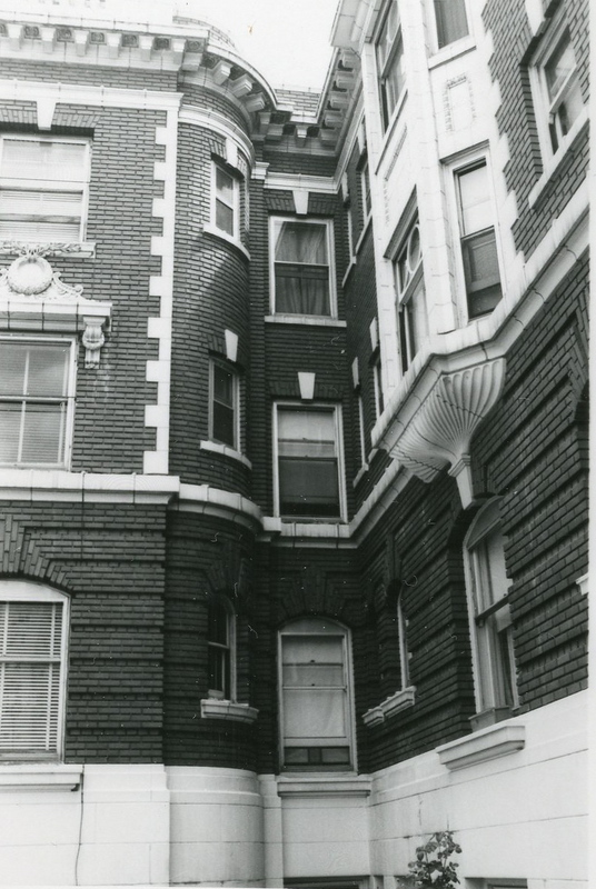 Architectural features, Knickerbocker Apartments