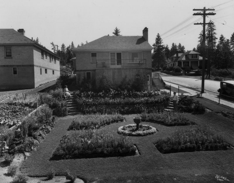 The John S. Beck house with its opulent gardens at 1723 South Perry Street, 1932 (image L87-1.1362-32)