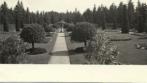 Duncan Gardens 1942