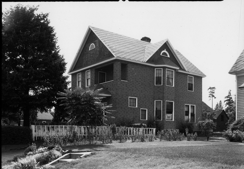 "A typical home located ""above the bluff,"" 1937 (image L96-72.37 courtesy of the Northwest Museum of Arts and Culture)"