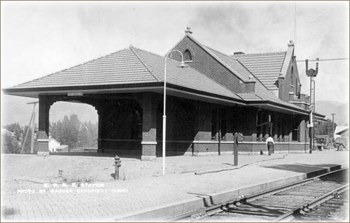 The Burlington Northern/Northern Pacific Railroad depot in Sandpoint, Idaho circa 1916.