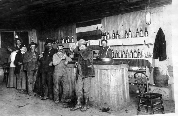 Grand Forks Saloon, 1908