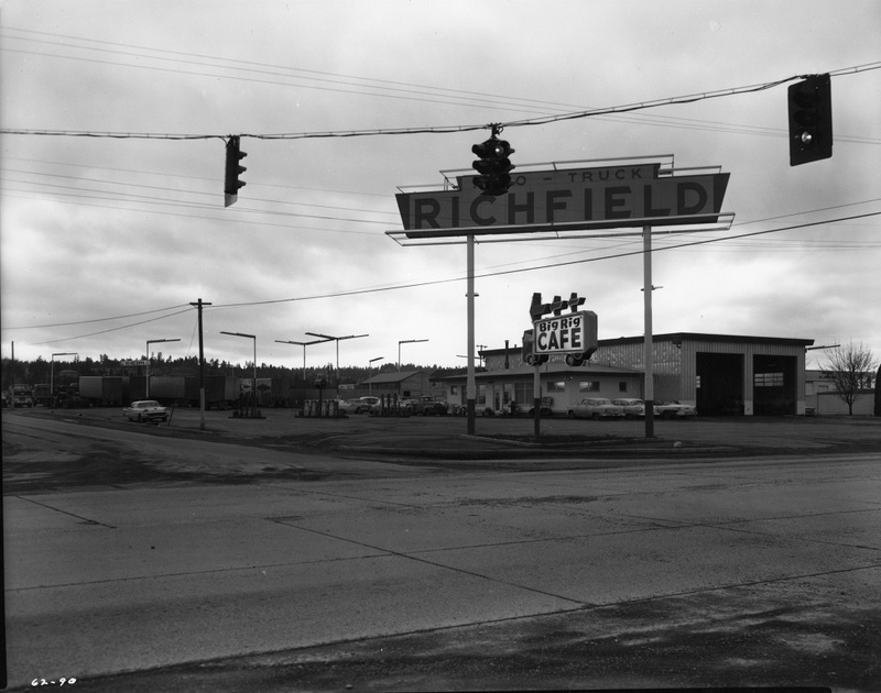 The Big Rig Cafe at 5818 East Sprague, 1962 (image L87-1.90-62 courtesy of the Northwest Museum of Arts and Culture)
