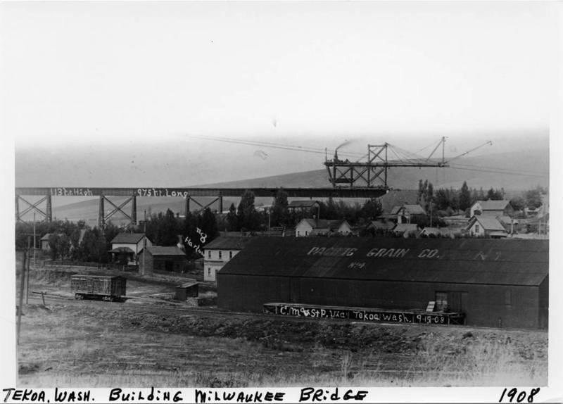 Constructing the Bridge, 1908