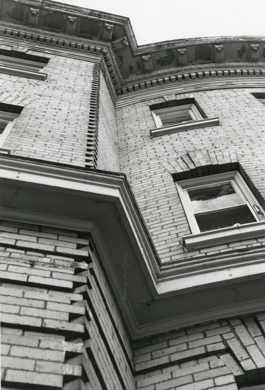 Detail photo of quoining and windows, San Marco Apartments.