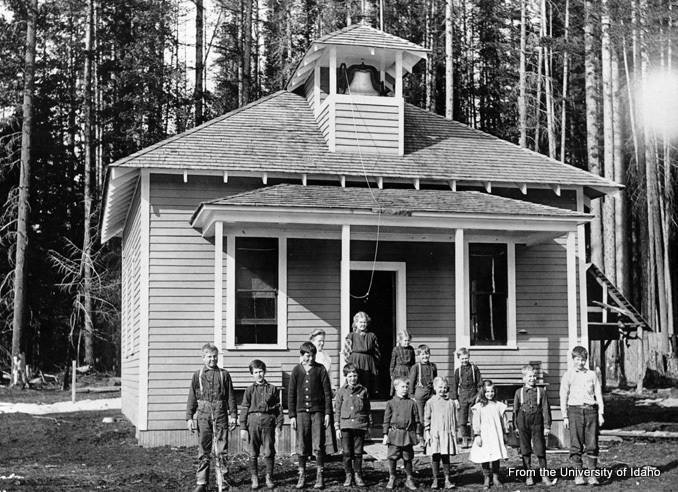 The Nordman School of Nordman, Idaho in 1918.