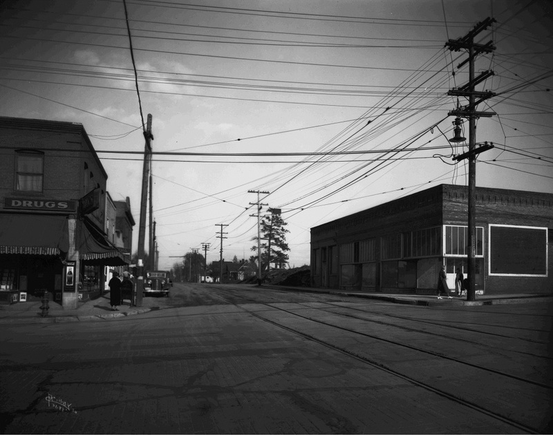 An East Central neighborhood street, 1934 (image L87-1.3688A-34 courtesy of the Northwest Museum of Arts and Culture)